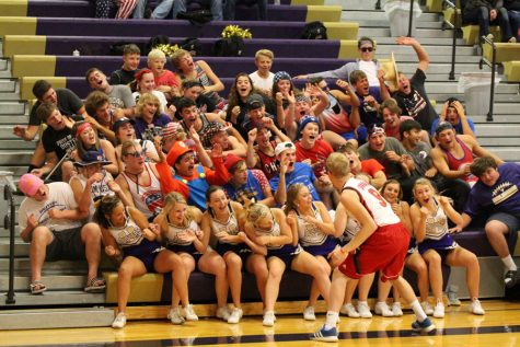"""""""Loud Crowd"""" Supports Duster Athletics"""
