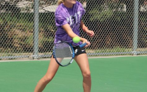 Girls' Tennis Defeats GICC in First Home Dual of Season