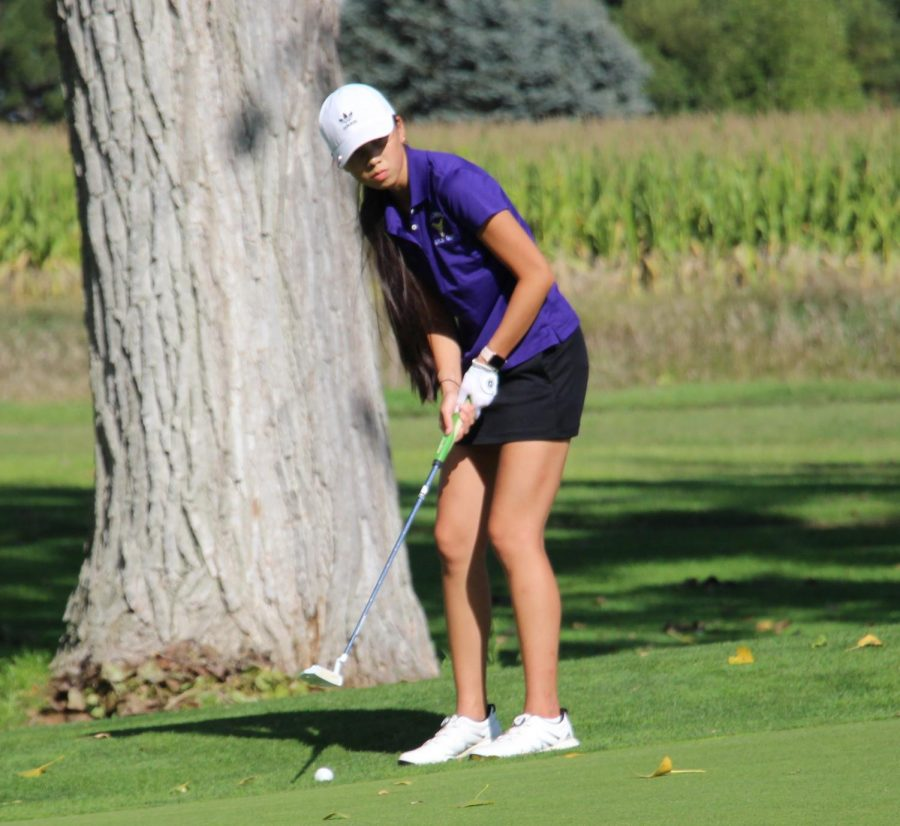 Lining+up+her+putt%2C+senior+Emily+Gustafson+looks+to+par+Hole+Four+at+the+recent+Triangular+at+Holdrege.