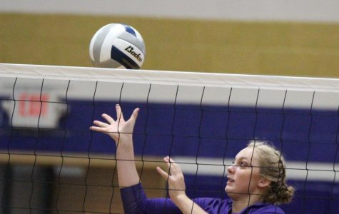 Volleyball Team Places Sixth at Holdrege Invite