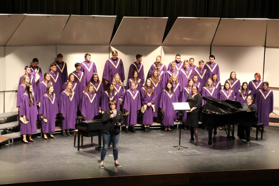 HHS+Choirs+Work+Hard+to+Perform+Fall+and+Winter+Concerts